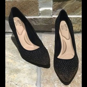 New, Apt. 9, black with gold accent heels